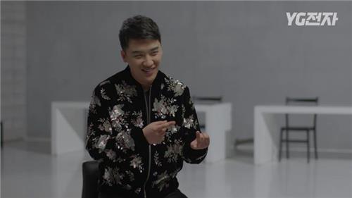 """En la imagen proporcionada por YG Entertainment se muestra al cantante Seungri, del grupo de música K-pop BIGBANG, en una escena de """"YG JeonJa""""."""