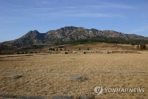 Esta foto de archivo sin fecha muestra el lugar donde estaba Manwoldae, el palacio real de la dinastía Goryeo (918-1392), en Kaesong, Corea del Norte.