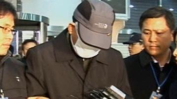 숭례문 방화 용의자 검거 후 경찰 압송(2008년 2월12일)