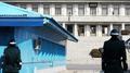 韩政府将2名朝鲜船员经板门店送回朝鲜