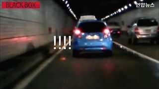 [블랙박스] 아스팔트에 불꽃이…운전 중 꽁초 무단투기