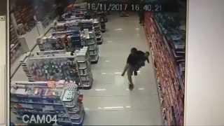 [현장영상] 아기 안고 무장강도와 총격전 벌인 브라질 경찰관