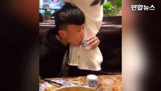 [현장영상] 요즘 중국서 유행하는 놀이…내 여친 '개미허리' 인증법