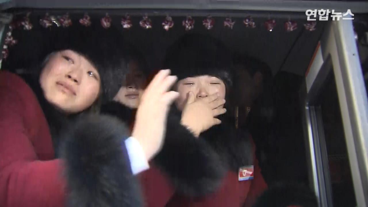 """[현장영상] """"언니, 그만 울어요, 안울기로 했잖아""""…남북 단일팀 눈물의 작별"""