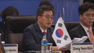 """김동연 """"최저임금 인상목표, 신축적으로 생각해야"""""""