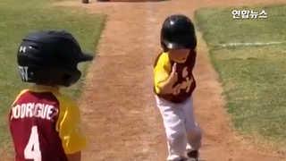 [현장] 득점보다 중요한건?…'슬로우모션'으로 홈 밟는 꼬마 야구선수