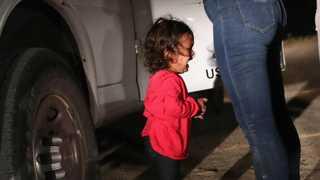 2살 아이 눈물에…미국 불법이민자돕기 500만달러 돌파