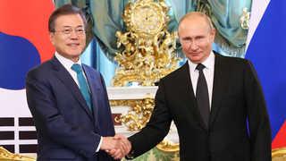 문 대통령-푸틴, '한반도 평화체제 구축' 긴밀 공조키로