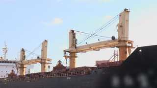 """정부 """"북한 석탄 반입 선박들 억류 여부, 제반사항 고려해 결정"""""""