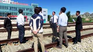 남북 철도협력 첫발…동해선 연결구간 공동점검