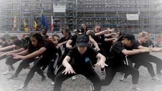 벨기에 K-팝 팬들, 시민들에 '깜짝 K-팝 공연'