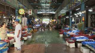 폭염에 텅텅 빈 전통시장…대형마트는 '북적'