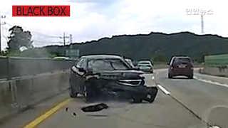 [블랙박스] 갑작스러운 차선변경에 쿵…사고 유발 차량은 쌩~