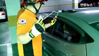 [영상] 차 안에 갇힌 1살배기 아기…10분만에 구조