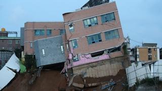 '공사장 또 땅꺼짐' 상도유치원 휘청…철거 불가피