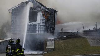 미 주택가서 연쇄 가스폭발…1명 사망ㆍ10명 부상