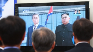 """""""비핵화 논의 최선"""" vs """"김 위원장 확답해야"""""""