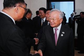 [현장연결] 경제인들, 북한 리용남 내각부총리 면담