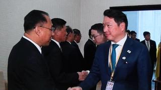 서류가방 든 총수들, 북한 경제인사와 미소 인사