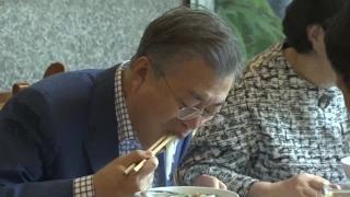 북한 '대중식당'서 환송만찬…평양 시민도 동석