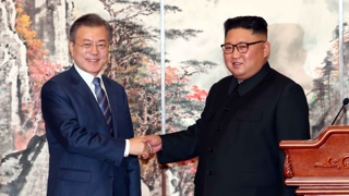 """[뉴스특보] 남북정상 1시간여 단독회담…""""완전한 비핵화 추진 긴밀 협력"""""""