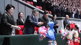 [현장연결] 문 대통령, 능라도 5·1경기장서 북한 집단체조 관람