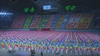 """문 대통령 집단체조 관람…""""평화의 큰 걸음 내딛자"""""""