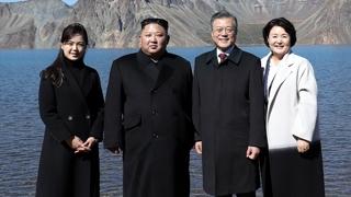 남북정상, 백두산 천지 산책…문 대통령, 오후 서울 귀환