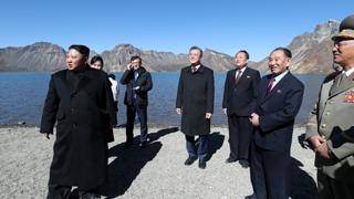 도보다리 건너 백두산…평화 상징 된 '민족 영산'