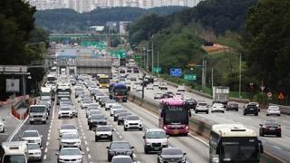 '민족 대이동' 시작…고속도로 양방향 정체 절정