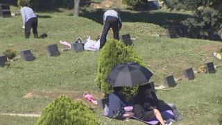 차례 마친 성묘객 공원묘지 찾아…서울 근교 북적