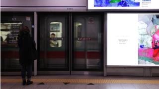 자살률 1위 오명…지하철 스크린도어 전면 설치