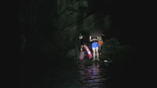 갯바위서 낚시하다 고립된 고교생 2명 구조