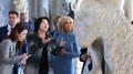 La Première dame sud-coréenne visite le musée du Louvre avec Brigitte Macron