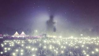 공연장의 거대 그림자…스모그에 휩싸인 뉴델리