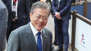 """""""한반도 평화의 촉진자"""" vs """"북한만 대변한 인상"""""""