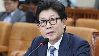 """""""두살 손자가 2,200만원 예금""""…野 조명래 난타"""