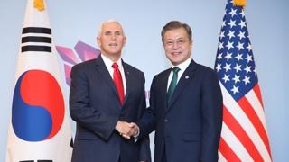 [현장연결] 문 대통령, 싱가포르에서 펜스 미 부통령 면담