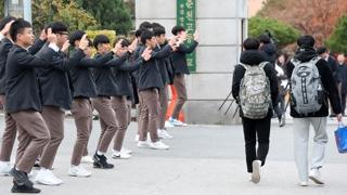 """""""선배, 수능 대박나세요""""…열띤 응원전 후끈"""