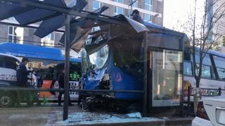 서울 동대문서 시내버스 돌진 11중 추돌사고