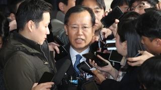 """박병대 전 대법관 검찰 출석…""""사심없이 일했다"""""""