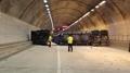 트레일러, 정차중인 승용차 충돌…터널 2시간 통제