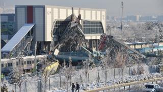 터키 수도서 고속열차 충돌…탈선사고로 9명 사망
