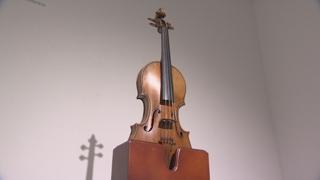 '시작가 70억원' 바이올린 출품 취소…대작 줄줄이 유찰