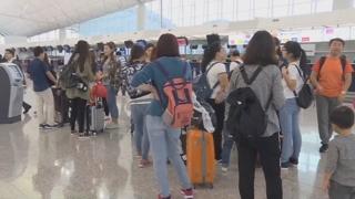 극성 아이돌 팬 '몰상식'에 승객 360명 비행기서 강제 하차