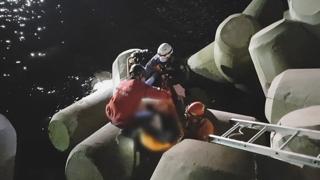 해운대 마린시티 테트라포드서 실족사고…1명 부상
