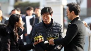 """'가이드 폭행' 박종철 """"깊이 사죄""""…군민들 거센 항의"""