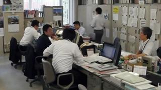 일본 공무원 정년 65세로 연장…급여는 30% 삭감