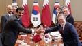 الرئيس مون يعبر عن أمله في فوز قطر ببطولة آسيا لكرة القدم في محادثات القمة مع ال..