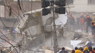터키 붕괴 아파트, 바닷모래로 부실시공 의혹…시공책임자 구속